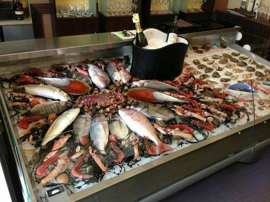 L'Acquario Degustazione: витрина)