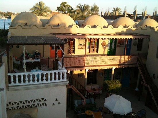 Villa Nile House : Il cortile con la piscina