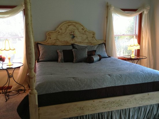 Combsberry Inn Bed and Breakfast : Queen Anne room