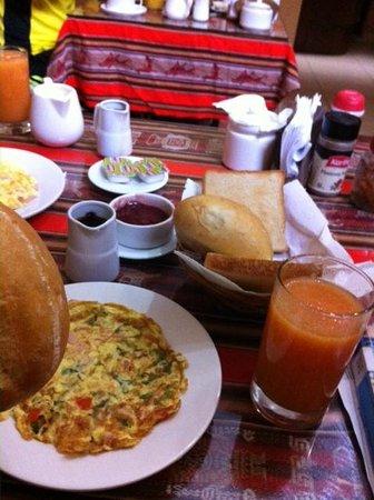 Hospedaje Tinkus: breakfast