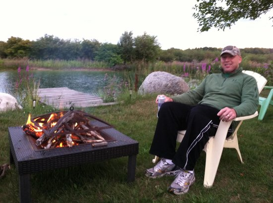 Country Hermitage Bed and Breakfast Traverse City: Take out pizza and s'mores by the fire!