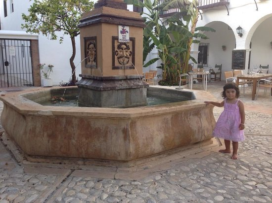Restaurante Pueblo Lopez : Lovely fountain