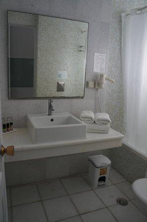 Ios Palace Hotel: Our bathroom