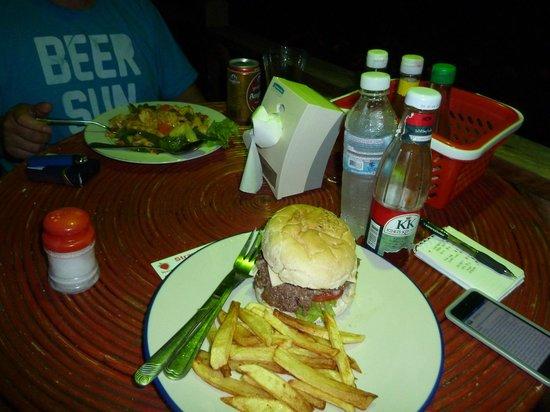 Otres Beach Resort: Stir fried noodles and burger.