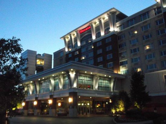 Sheraton Erie Bayfront Hotel: Hotel entrance