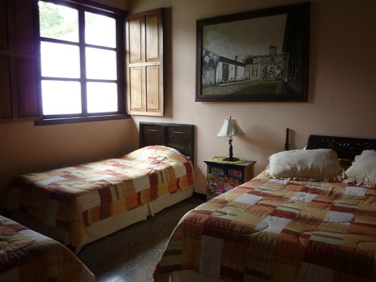 Hostal El Montanes: One of the rooms