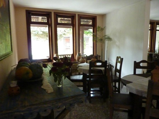 Hostal El Montanes: Breakfast room