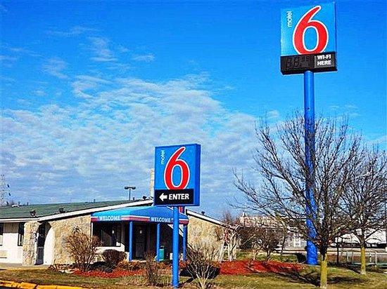 Motel 6 Benton Harbor: MExterior