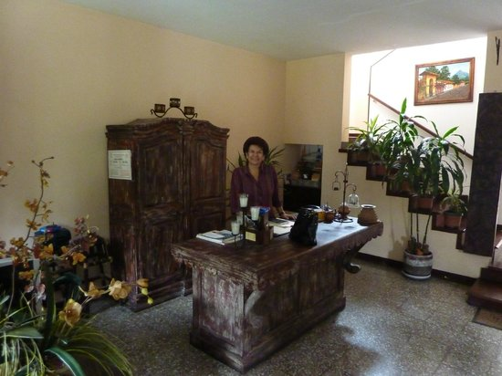Hostal El Montanes: Doña Carmen at reception desk
