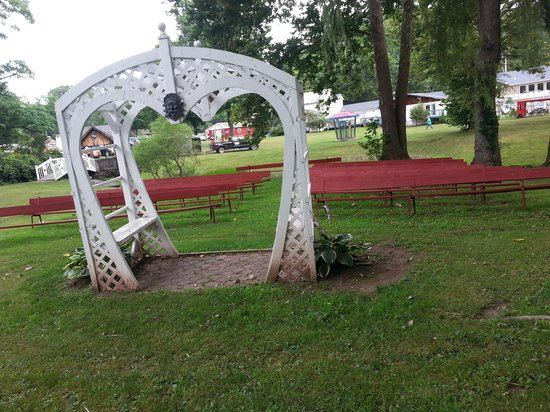 Blackthorne Resort: wedding arch