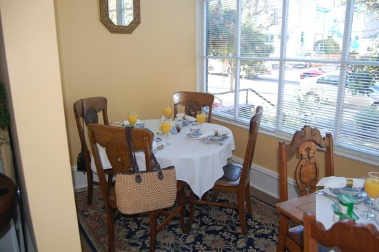 Ashcroft House B&B: the breakfast room