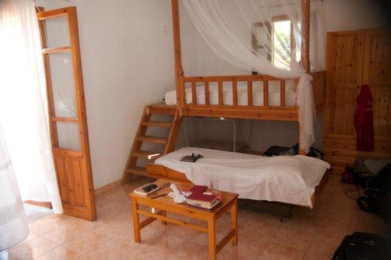 Pine Tree: La chambre juste au dessus de la taverna, simple mais magnifique