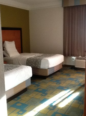 La Quinta Inn & Suites Greenville Haywood: Two Queen bed Suite. Very spacious