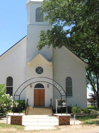 Cane River Creole National Historical Park: Beautiful church facing Cane River