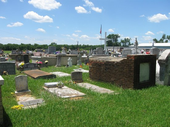 Cane River Creole National Historical Park: Graves
