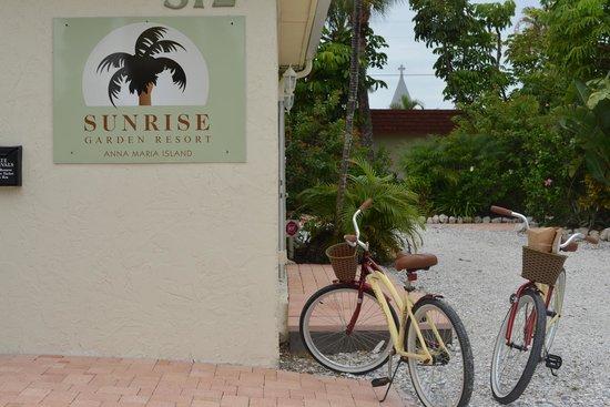 Sunrise Garden Resort: Se rentan bicicletas para recorer la isla
