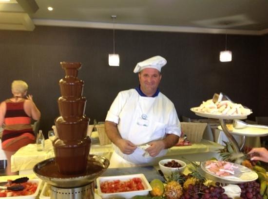 Gloria Palace San Agustin Thalasso & Hotel: piedro, be nice to him..
