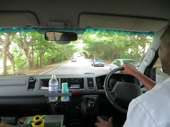 Rocky's Taxi and Tour Services: Rocky taking us from Negril to Runaway Bay