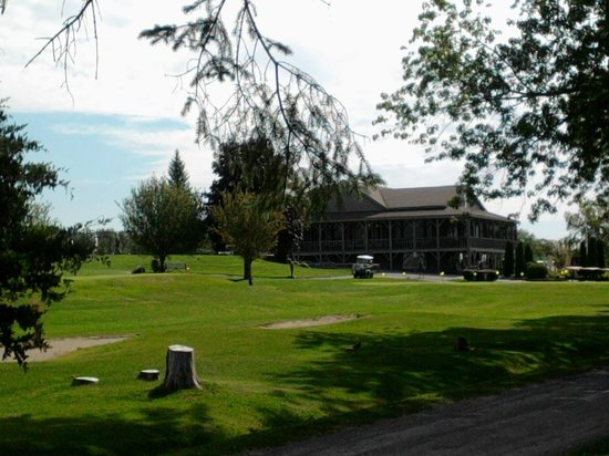 Eganridge Resort, Country Club & Spa: grounds and main building