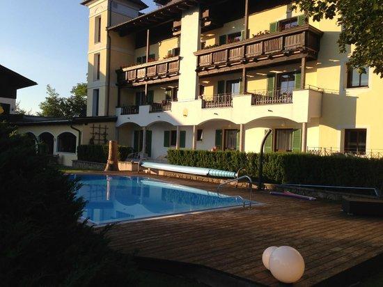 Hotel Gerl: Piscina exterior