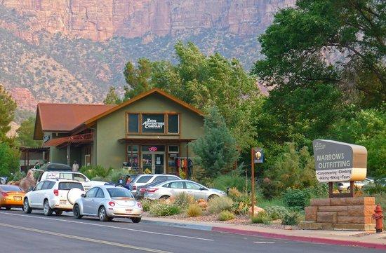 Zion Adventure Company : Convenient location