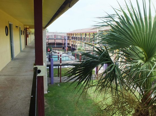 Scottish Inn: View 3