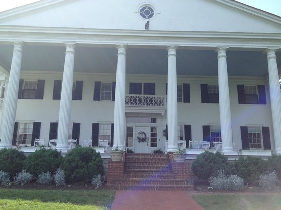 Rosemont Manor: Grand portico