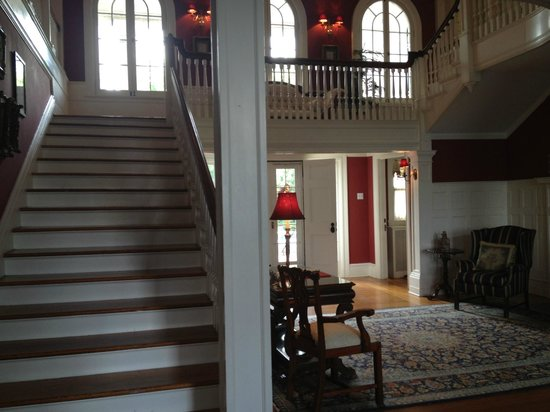 Rosemont Manor : Grand staircase