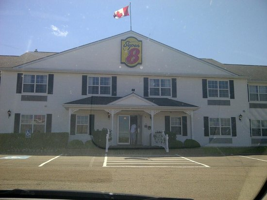 Quality Inn & Suites: Front of hotel