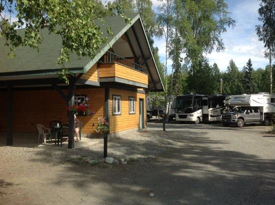 Talkeetna Camper Park: front entrance