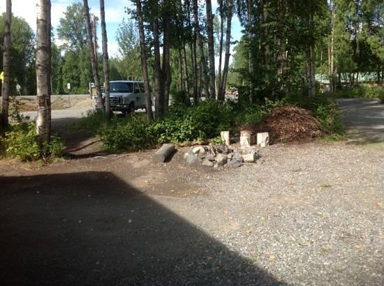 Talkeetna Camper Park: communitee firepit