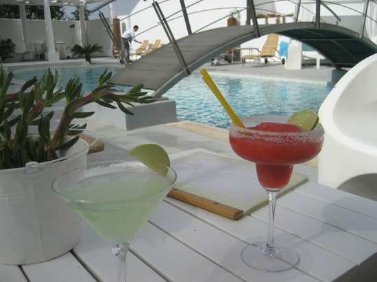 Aressana Spa Hotel and Suites: Cocktails made by Vasilis!