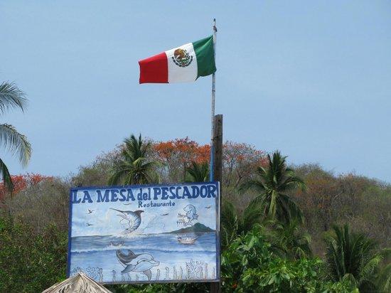 Gray Line Ixtapa: Vista de un restaurante Tipico en Playa las Gatas.