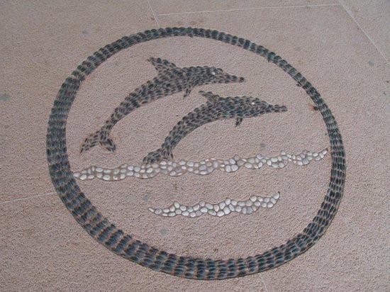 Gray Line Ixtapa: En el Piso en la llegada al muelle esto esta como logo del lugar.