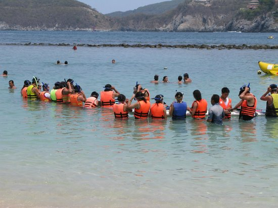 Playa Las Gatas: Los deportes acuaticos en grupo con guía .