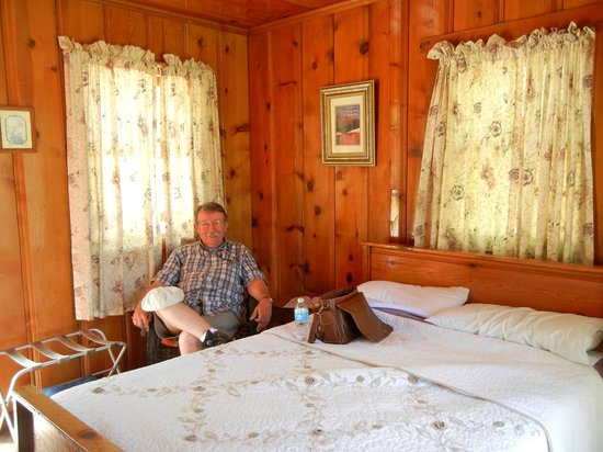 Kings Canyon Lodge: 6. Our cozy knotty pine cabin