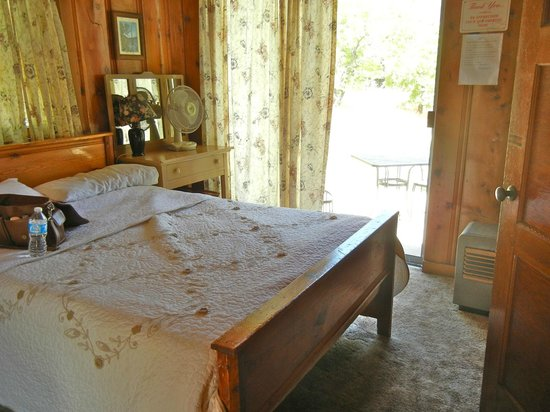 Kings Canyon Lodge: 7. Our cozy room with slider to patio