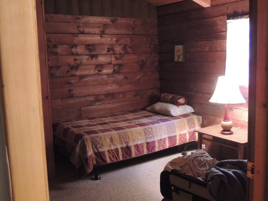 Cold Spring Lodge: Wonderful bedding.