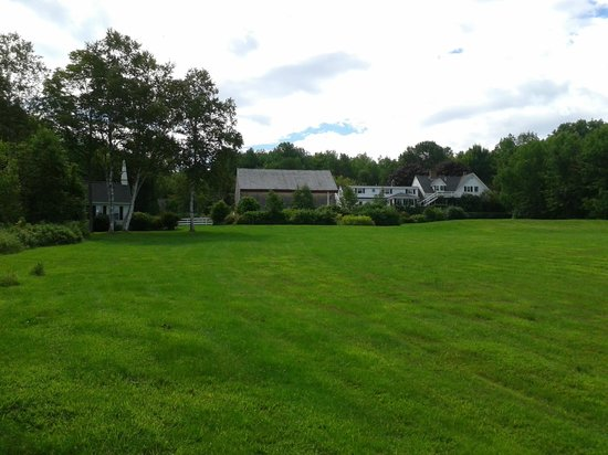 Kings Hill Inn : The view of the inn from the backyard