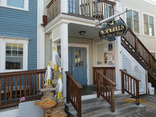 McSeagull's: restaurant entrance