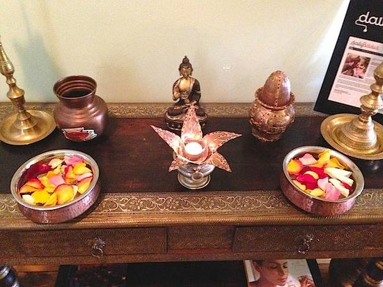 Ayurvedic Wellness Centre: Stunning arrangements of fresh flowers