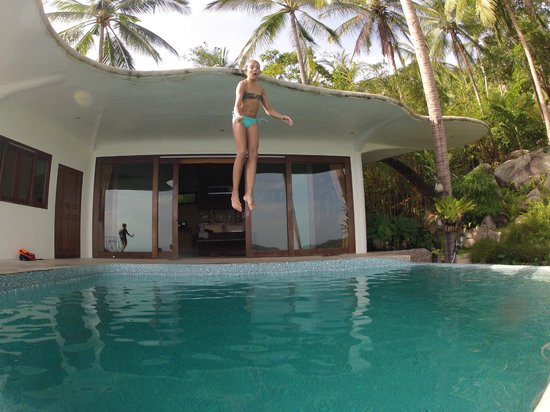 Monkey Flower Villas : great fun jumping off the roof
