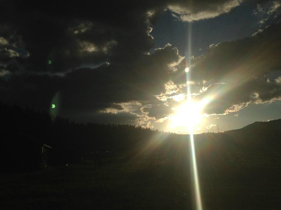Nine Quarter Circle Ranch: Montana sunset