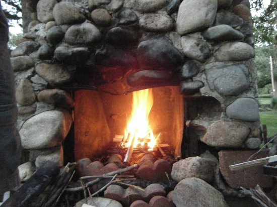 Sky Valley Motel & Cottages: Super Cool Fireplace