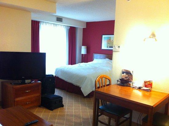 Residence Inn Arlington Rosslyn : 小奇麗でちょうどいいサイズ