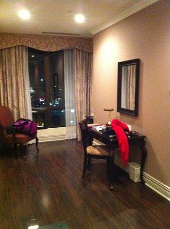 Grand Hotel Toronto: hotel living room