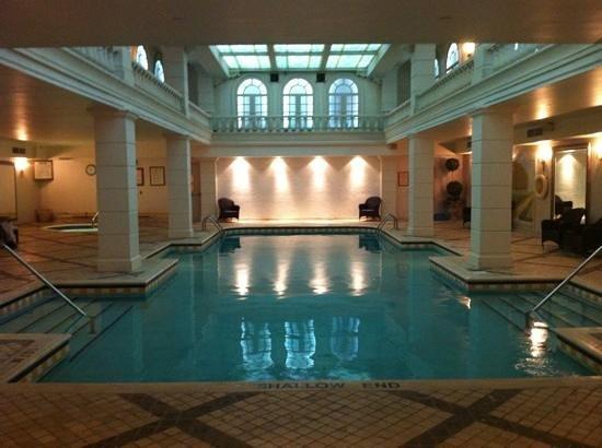 Grand Hotel Toronto: hotel pool