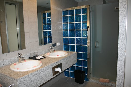 ClubHotel Riu Bambu: The deluxe room bathroom