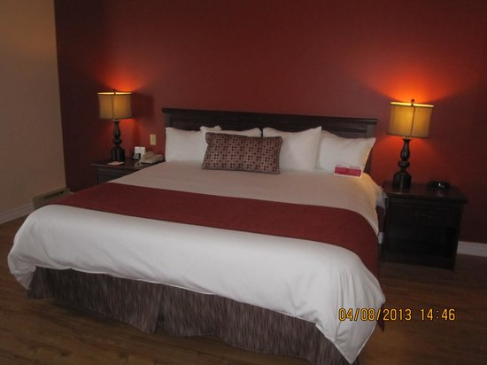 le tr s grand lit picture of ramada plaza gatineau manoir du casino gatineau tripadvisor. Black Bedroom Furniture Sets. Home Design Ideas