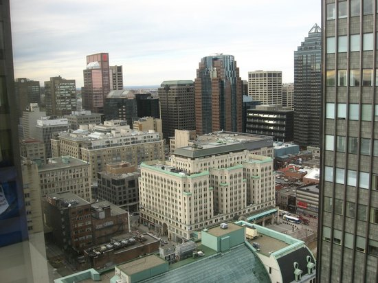 Le Centre Sheraton Montreal Hotel: Expansive view of downtown Montreal
